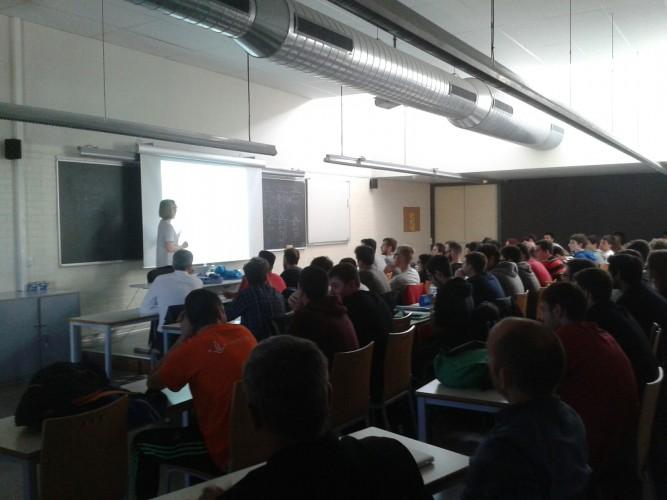 Siân Lindley en un momento de su presentación
