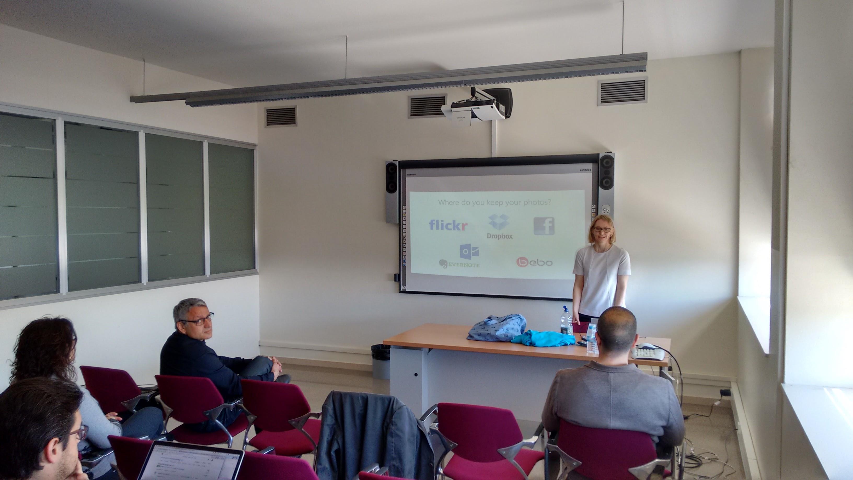 Siân Lindley en un momento de la clase con los alumnos de 3er curso